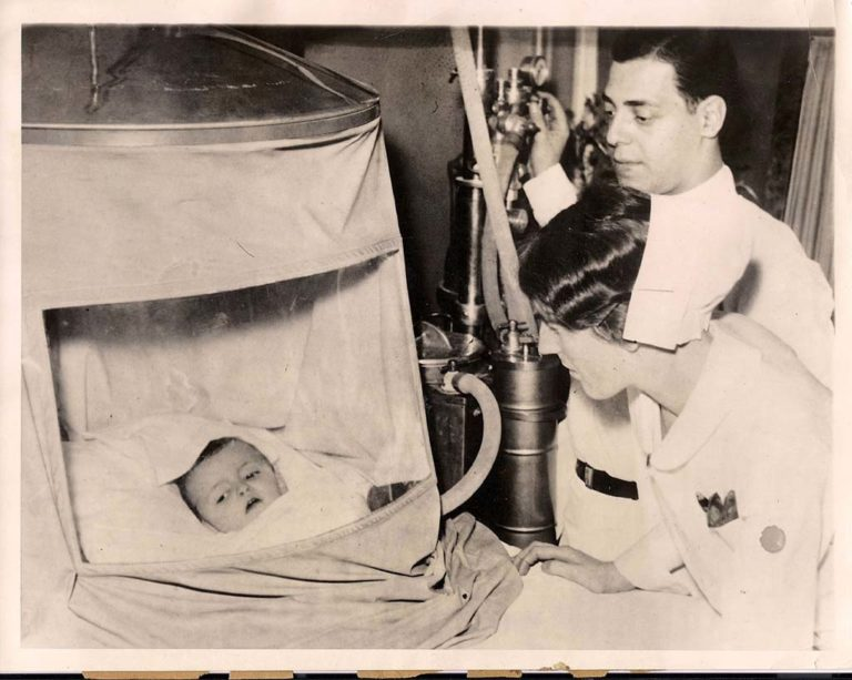 1932 Pediatric Oxygen Tent