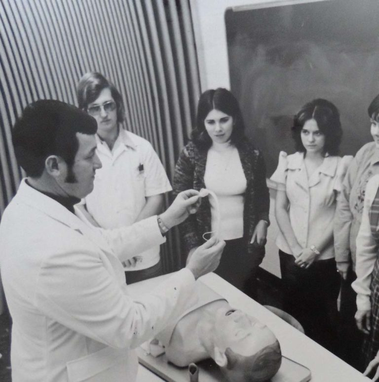 1975 Intubation Lab